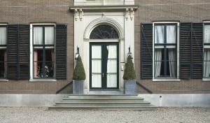 Toegangsdeur gebouw Gooilust{{Location|52|13|48.2|N|5|7|48.6|E|heading:E}}